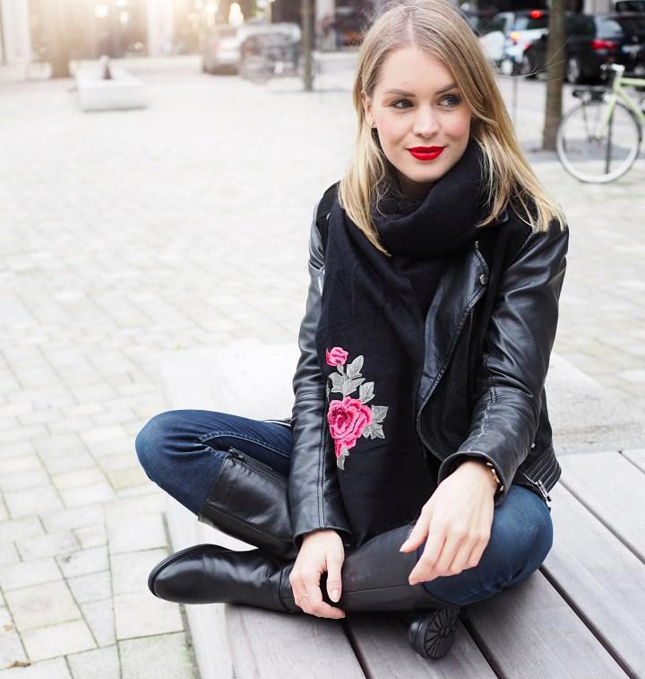 Modeblogger Hamburg, Fashionblogger, Fashionblogger Hamburg, Beautyblogger Hamburg, Beautyblogger, Beauty, Travelblogger, Travel, Hamburg, Trend, Herbsttrend, Black is beautiful, Details, Drievholt, Drievholt Stiefel, Drievholt Hamburg, Görtz, Cox, Schal, Patches, Rosen-Patches, Lederjacke