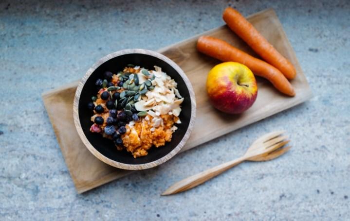 Apfel Karotten Salat, Warmer Apfel Karotten Salat, Apfel Möhren Salat, Rezept, basische Rezepte, basische Ernährung, Basenfasten, Fasten, Rohkost, leicht verdaulich, leicht verdauliche Kost, magenschonende Kost, gesunde Rezepte, Foodblogger, Hamburg, Healthy Living Blogger
