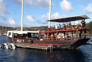 Willy T ~ Floating Bar & Restaurant