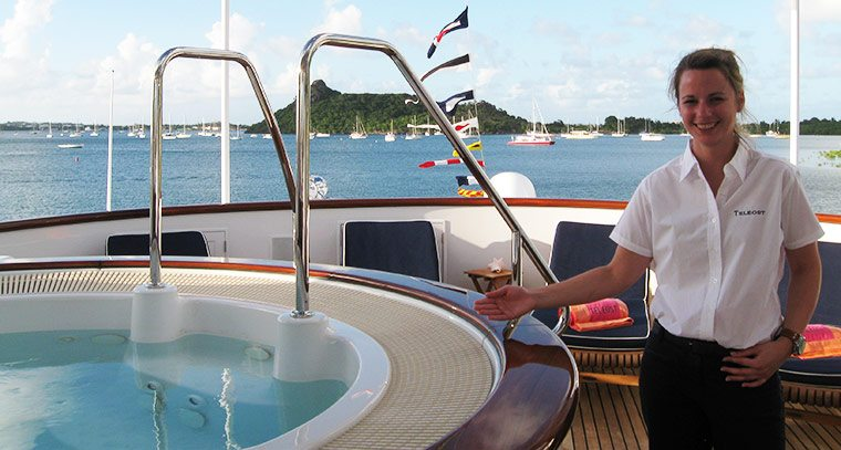Motor Yacht AT LAST offers 10 days for price of 7