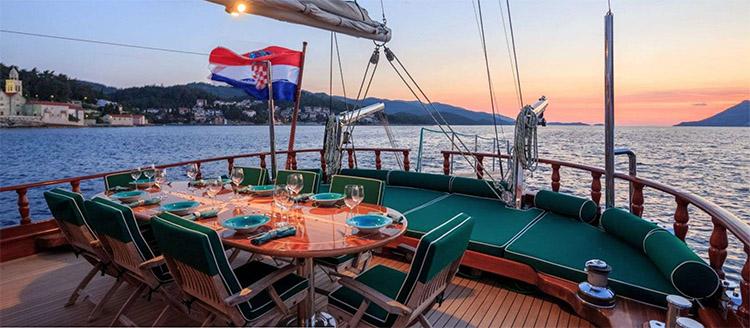 Al fresco dining at sunset on deck of CARPE DIEM 7 - 98ft custom-built sailing catamaran