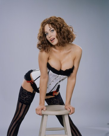 03_Carmen-bustier and stool