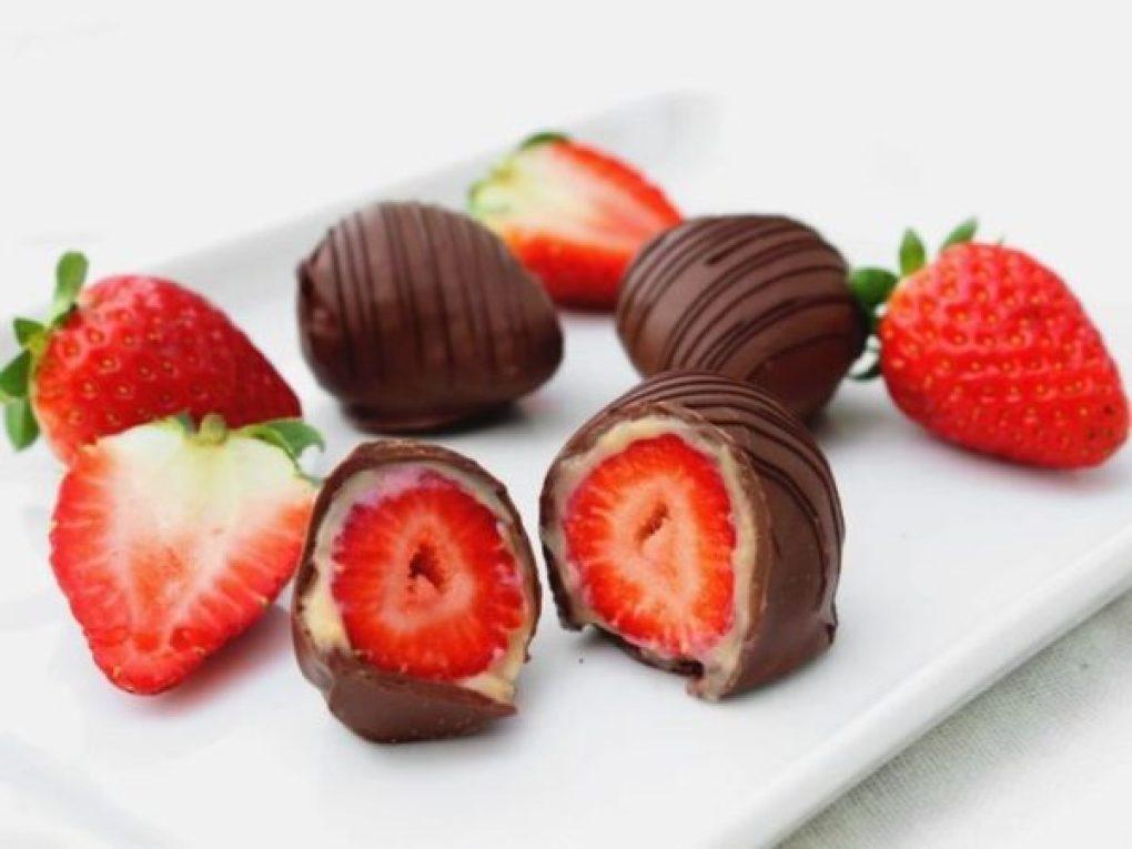 Bombom de chocolate com morango