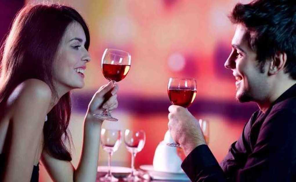 Cinco rótulos de vinhos que combinam com filmes românticos