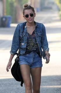 miley-cyrus-high-waisted-shorts-10