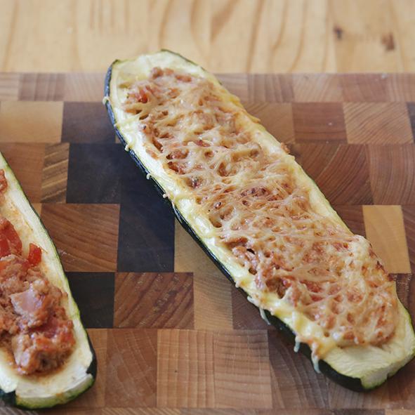 Courgette farcie au thon : repas rapide pour le soir.