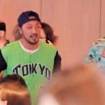 河田元コーチ、優勝旅行で選手にイジられる「何しに来たんですか?」