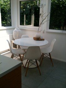 I like the design of the Eames chairs!