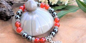 bracelet cornaline et hématite breloque arbre de vie