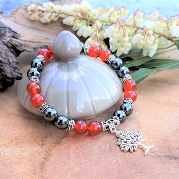 bracelet cornaline et hématite breloque arbre de vie pour femme