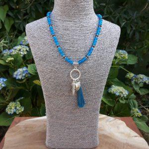 collier jade bleue hématite et pompon cœur joie chance paix énergie protection yang