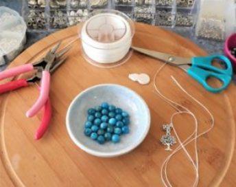 atelier création bracelet unique énergétique en pierres naturelles