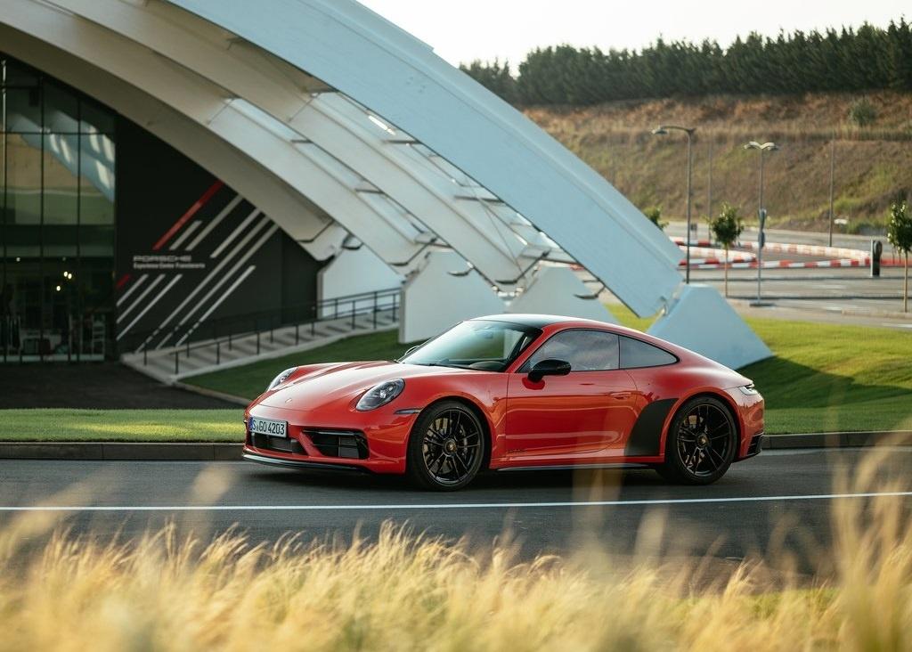 2022 Porsche 911 Carrera 4 GTS