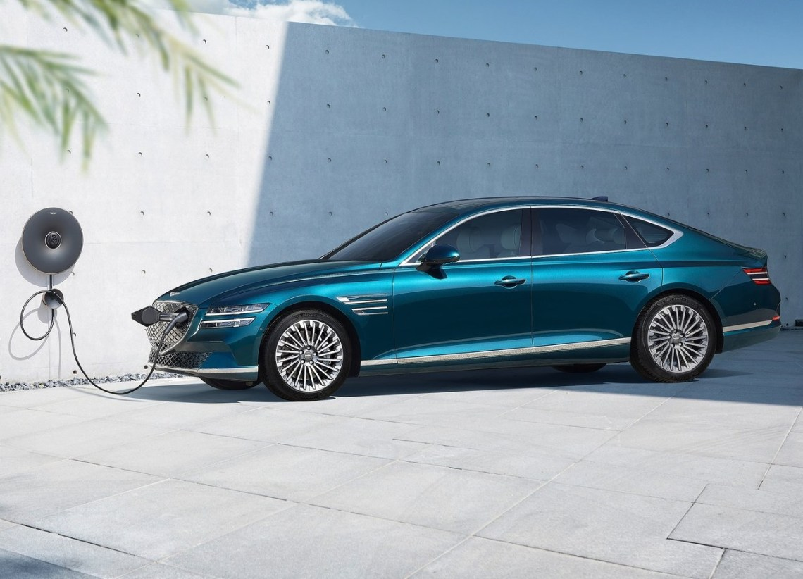 2022 Genesis Electrified G80
