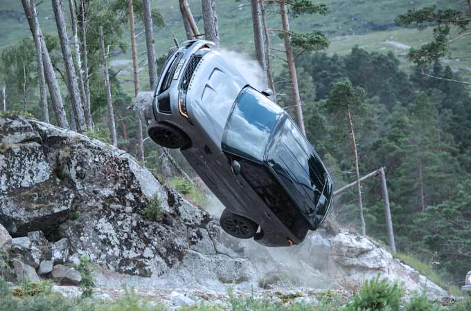 New BTS Footage Shows Range Rover Preparing to Make An Impact in New James Bond Film