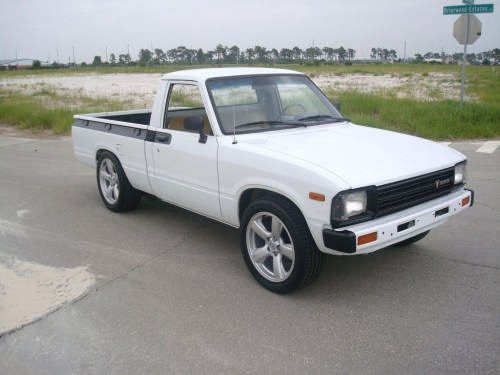 small resolution of themercgrp 1983 toyota hilux