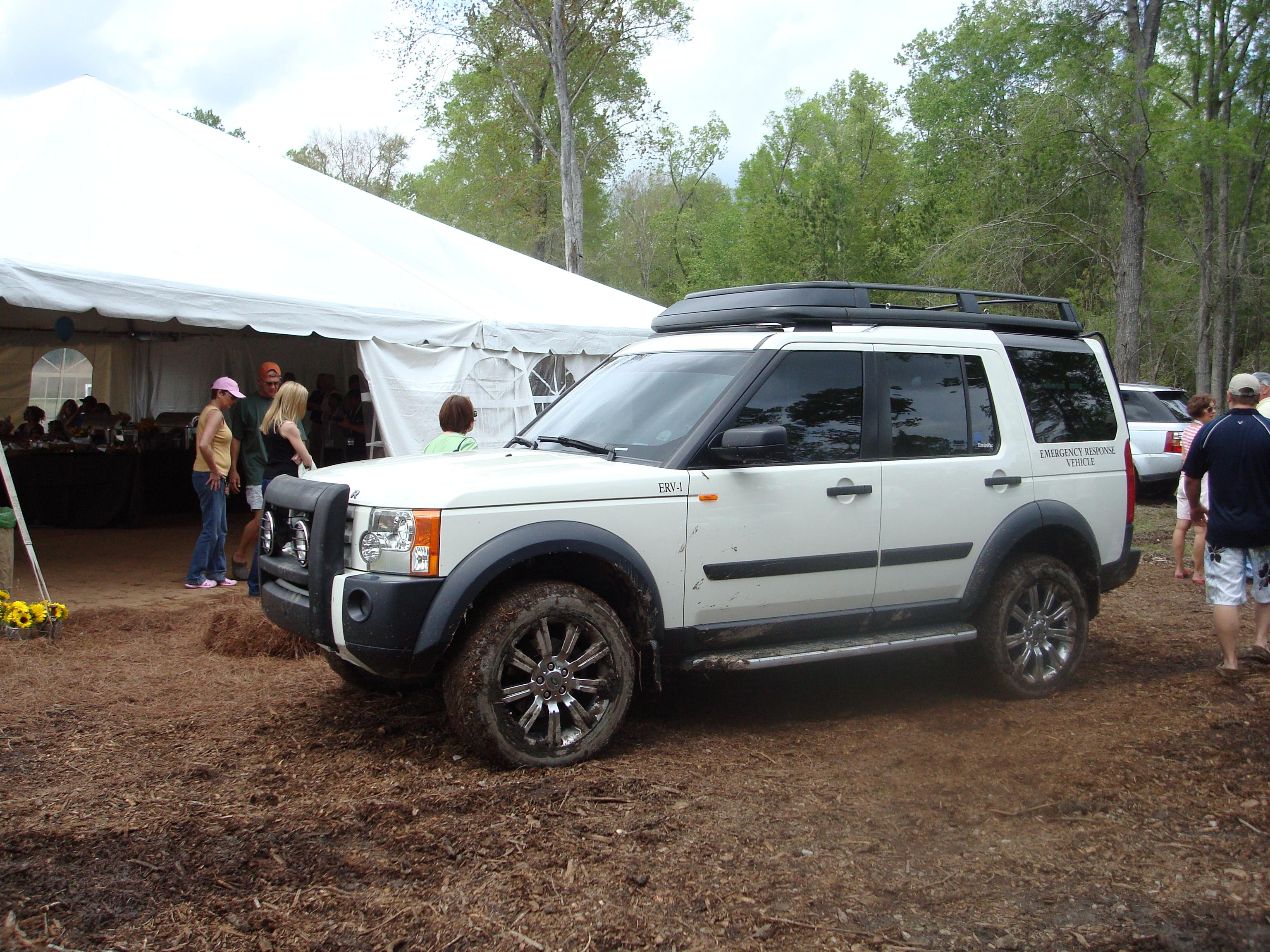 100 [ 2007 Land Rover Lr3 Owners Manual ]