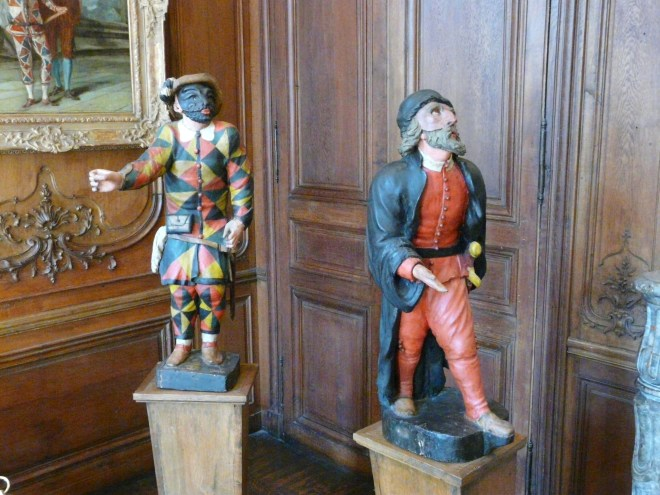 Arlequin and Pantalon Statues, Musée Carnavalet in the heart of Le Marais