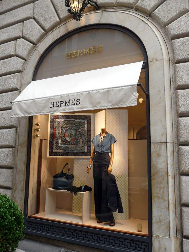 annie faivre a modern hermes legend carre de paris hermes scarf blog. Black Bedroom Furniture Sets. Home Design Ideas
