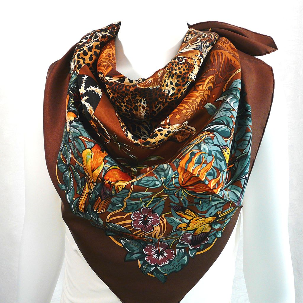 Jungle Love HERMES Playing with Scarves