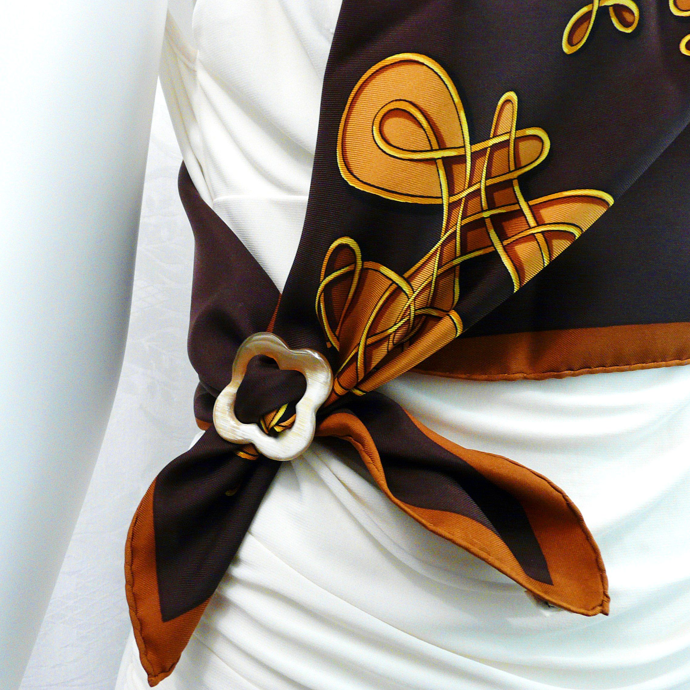 Vinci HERMES with Anneau de Luxe Horn Scarf Ring Carre de Paris Close Up