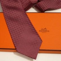 Hermes silk twill Tie in raisin, hand-folded, 3.15'' wide