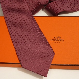 Hermes silk twill Tie in raisin, hand-folded, 3.15'' wide