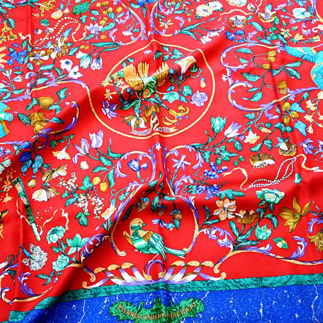 Pierres d'Orient et d'Occident 90 cm Silk Scarf Red