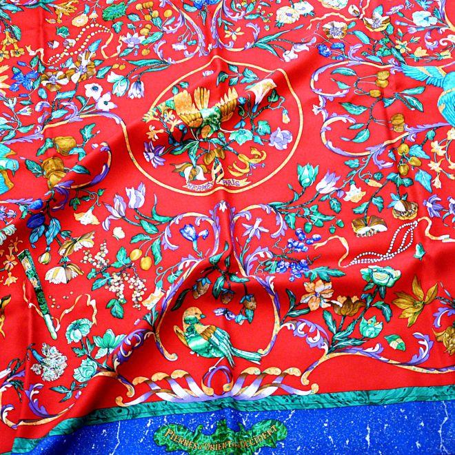 Pierres d'Orient et d'Occident 90 cm Silk Scarf Red