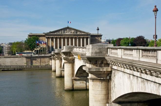 Pont_de_la_Concorde_Palais_Bourbon_Paris
