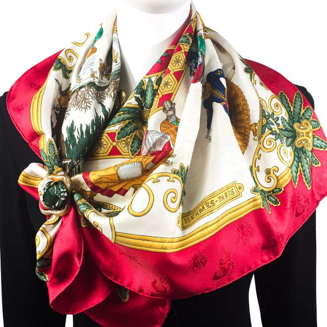 GRAND ANNEAU DE LUXE HORN SCARF RING with Hermes scarf Jois d'Hiver