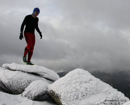 Camiseta Hoko Geisha en la cresta de La Peñota invernal.-