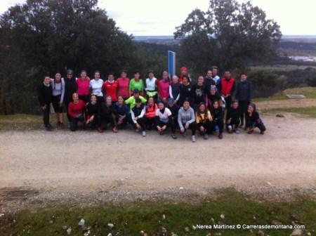 Nerea Martínez Training camp Pedrezuela. Grupo de corredoras durante el entreno guiado.