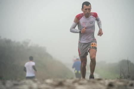 corredores de montaña miguel heras en la TNF50 2012 Foto Damien Rosso