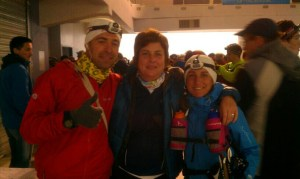 Corredores de montaña Pablo Criado con Ana Bustamente y Encarna en la salida del Trail Citadelles 2013