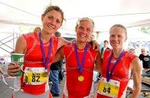 Emelie Forsberg podio Pikes Peak Marathon 2012 con Mireia Miro y Kasie enman. Foto: Org.