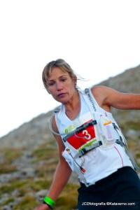 Laia Andreu en carrera. Al final lograría la tercera plaza en esta Ultra Cavalls del Vent 2013.