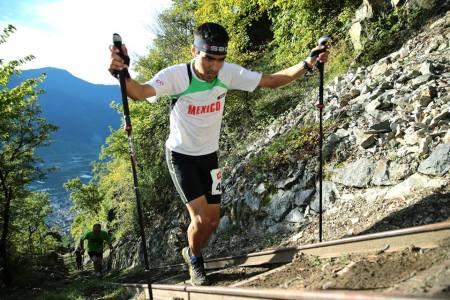 Oswaldo Rivera representando a México en KM Vertical La Fully 2013 (Suiza)