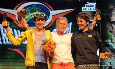 Maite Maiora, Anna Frost y Uxue fraile en podio Transvulcania