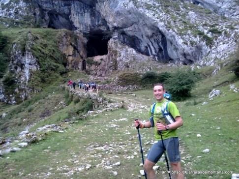 Ehunmilak 2014: La G2H al paso por la clásica Cueva de San Adrián.
