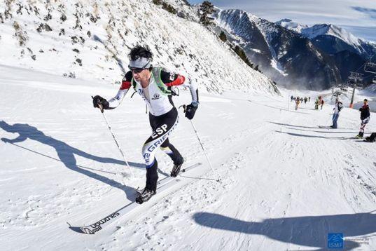 Kilian Jornet liderando cronoescalada andorra 2015 Foto ISMF Skimo
