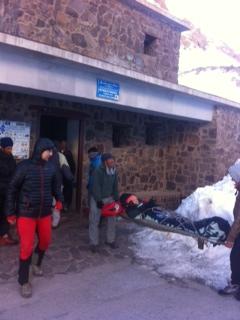 Salida del Refugio del Toubkal (3.207m) con la accidentada