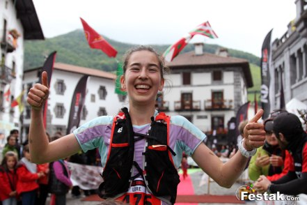 Leire Fernández luce una vas más su sonrisa, en la meta de Leitza
