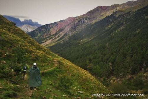 Canfranc Canfranc 2015: Descenso a base vida Valle Izas en la pausa entre tormentas.