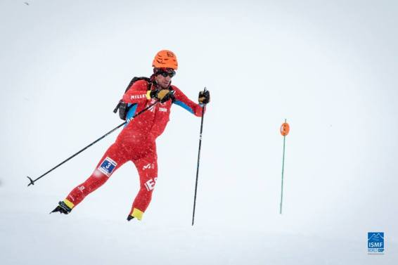 Kilian Jornet en pleno descenso hacia la victoria en Fontblanca. Foto: ISMF Skimo