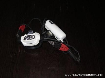Petzl Nao: Batería o dos pilas AAA como alimentación.