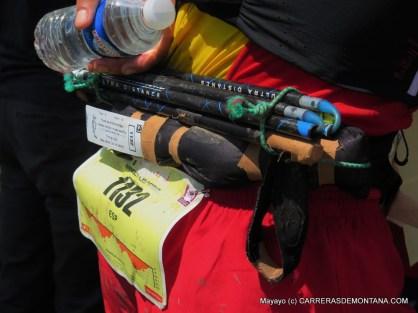 Luis Alberto y sus bastones de subcampéon del mundo IAUtrail 2015. Foto: Mayayo.