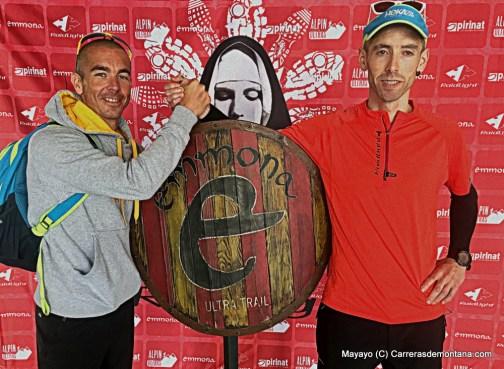 Casey Morgan e Ion Azpiroz con el escudo tras Emmona 130k
