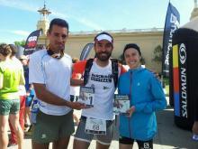 Salomon City trail Barcelona: Jaime Marín con los campeones de la carrera, del Salomon Running