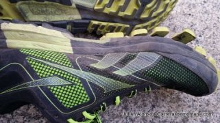 Zapatillas trail running Reebok One Cushion despegado de los tacos al sacarlas de las pistas